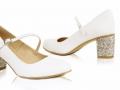 Model 105, materiał biała satyna, wys. obcasa 5 cm, obcas nr 6 (srebro BIT), pasek na skos, cappucino spód